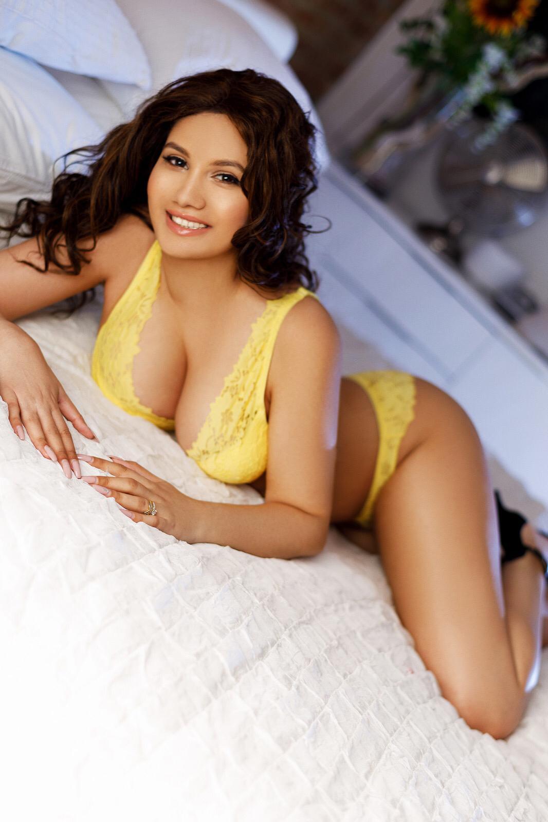 Amira Escort